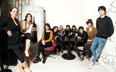 Los_actores_que_participan_en_Microteatro_por_Dinero_maridado_por_Ramon_Bilbao_con_motivo_de_GastroFestival_2013