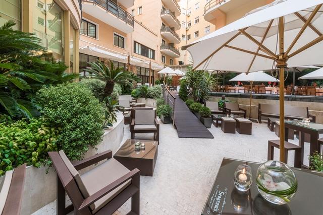 Lounge y terraza, al fondo, del InterContinental.