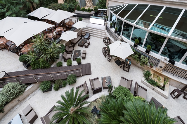 Terraza y lounge de El Jardín del InterContinental.