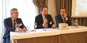 Desde la izda., Ángel Barrasa, consejero delegado del grupo, Guillermo de Aranzábal, presidente, y Julio Sáenz, dtor. técnico.