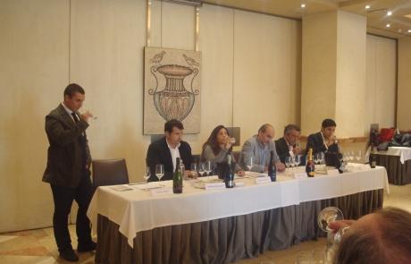 Mesa presidencial con los cavistas requenenses.