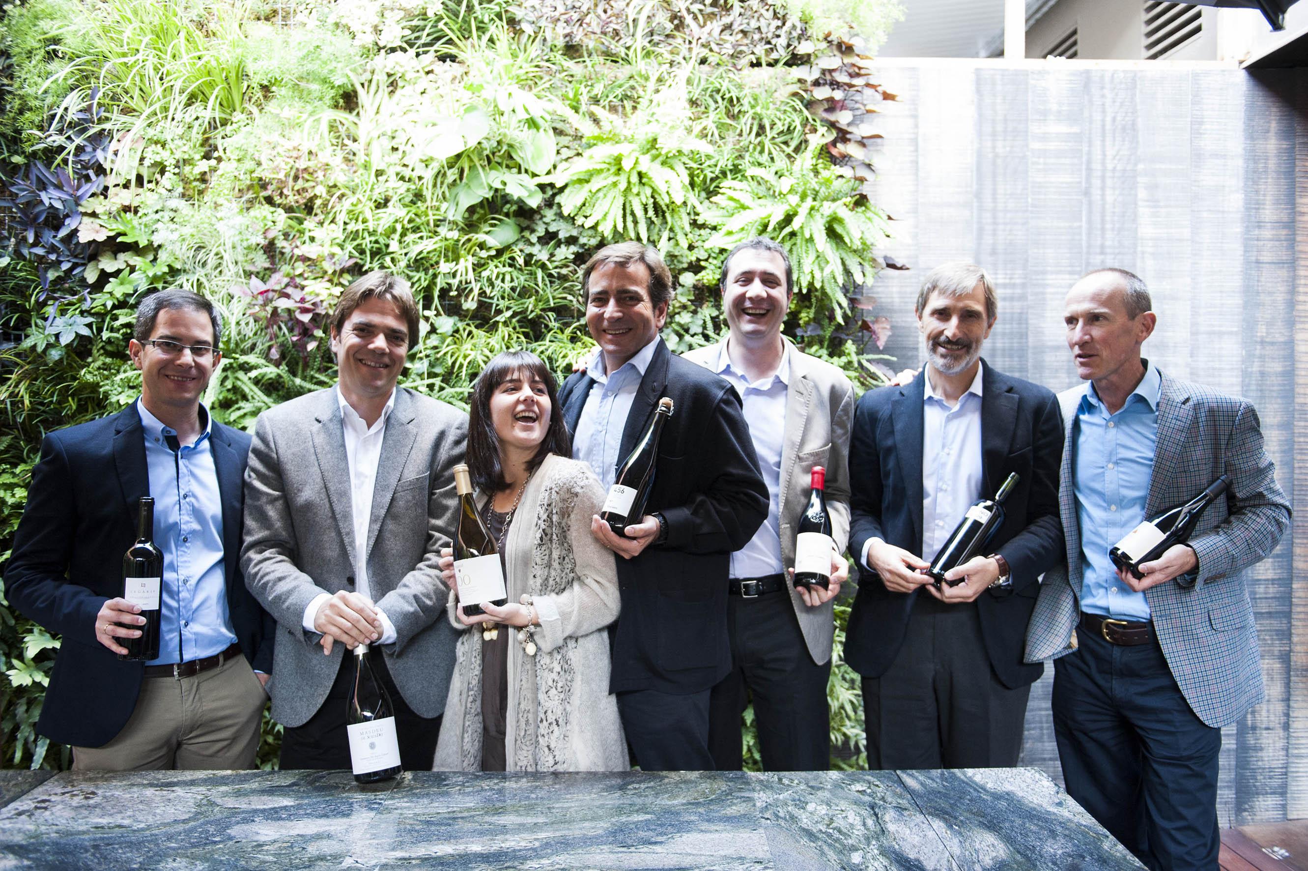 Los enólogos artífices de los vinos españoles junto a Pagés y O`Connor, segundo y primero por la derecha.