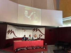 Presentación del Festival a cargo del presidente del Consejo Regulador, Mariano Beroz (en el centro), junto al alcalde de Barbastro.