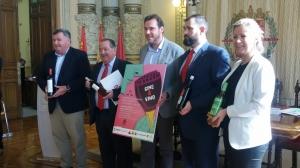 Momento de la firma del acuerdo Seminci-DD.OO. en el Ayuntamiento de Valladolid.