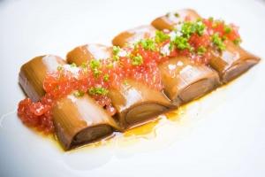 Puerros_con_escabeche_asiático_y_caviar_de_tomate_-_El_Mendrugo6 BAJA