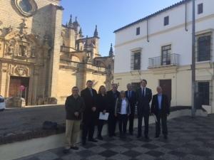 Representantes_de_Gonzalez_Byass_con_la_Alcadesa_de_Jerez_y_miembros_de_Cultura_y_Urbanismo